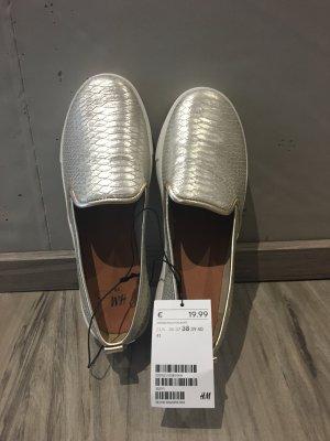H&M Mocasines blanco-color oro