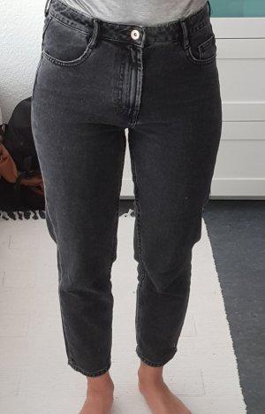Mom Jeans in schwarzer Waschung