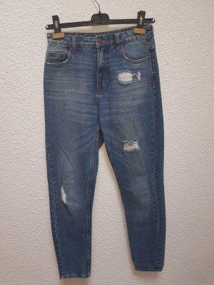 Mom Jeans mit Löchern