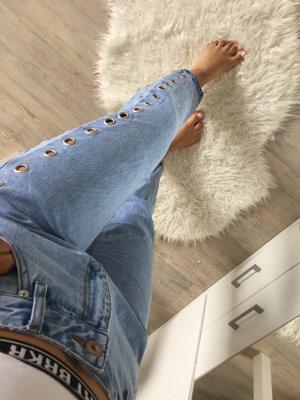 Mom Jeans mit Löchern Nieten Hellblau High Waist