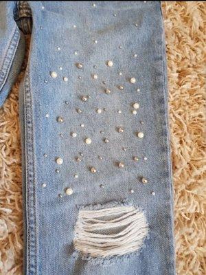 Mom-Jeans mit Perlendetails