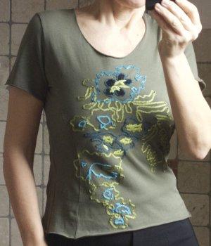 Monari Shirt, khakigrün, Stickerei, limagrün, türkis, wunderschönes, weiches Shirt, Baumwolle/Elasthane, sehr weich, sehr angenehm, TOP Qualität, kurz, Kurzarm, hochwertig, neuwertig, Gr. S