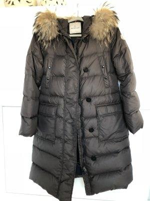 Moncler Abrigo de plumón marrón oscuro