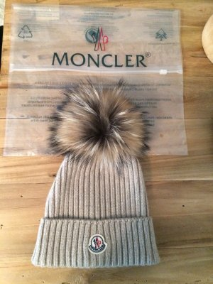 Moncler Cappello in pelliccia marrone-grigio-beige