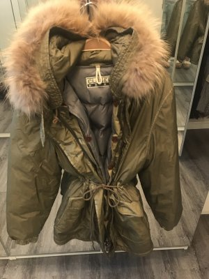 Moncler Woolrich closed