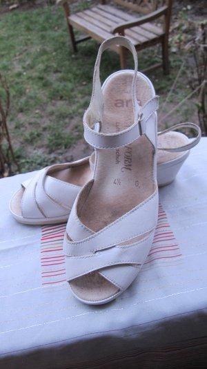 Mondäne Sandalen mit Keilabsatz
