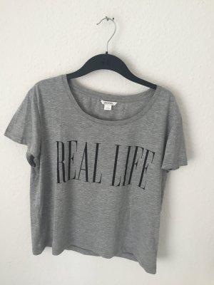 Monki Boyfriend Shirt mit Print Grau