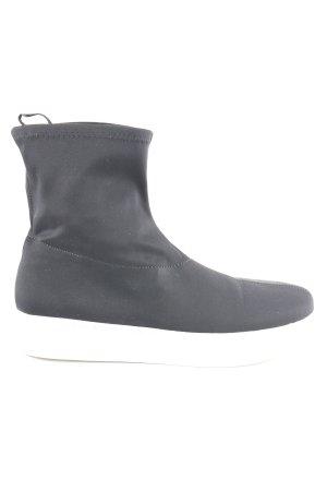 Monki High Top Sneaker schwarz-weiß Street-Fashion-Look