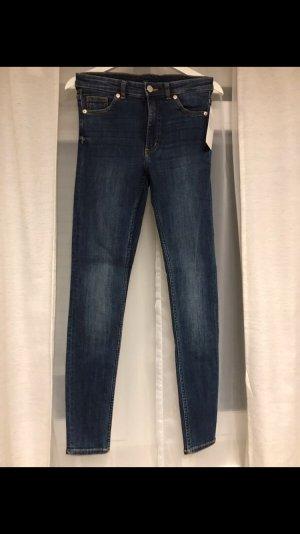 Monki Jeans Model Moki