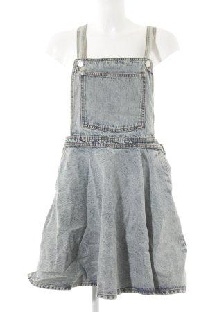 Monki Jeanskleid blassblau Street-Fashion-Look