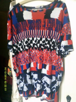 Monki-Shirt in rot-blau