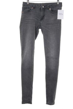 Monki Jeans skinny grigio Motivo schizzi di pittura stile casual