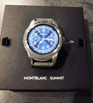 Montblanc Summit Smartwatch Edelstahlgehäuse mit khakigrünem Armband