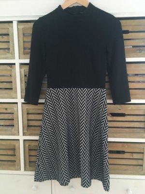 MONTEGO / P&C Kleid schwarz weiß gemustert Gr. XS / 34