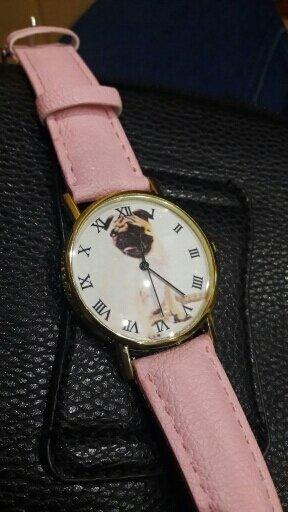 Mops Uhren in zwei farben erhältlich