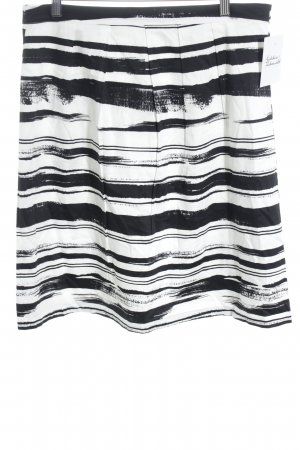 More & More Glockenrock schwarz-weiß Streifenmuster Street-Fashion-Look