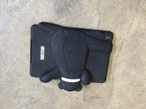 Moschino iPad Hülle