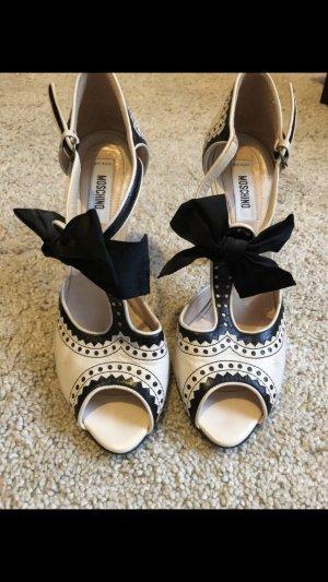 Moschino Sandale im Chanel Stil