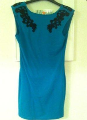 Motel Kleid mit Rückenausschnitt