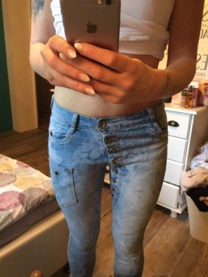 MOZZAAR Jeans mit Blumenmuster