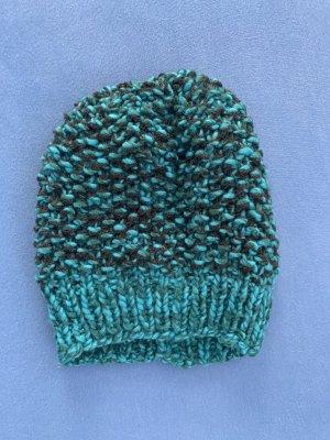Chapeau en tricot noir-bleu fluo