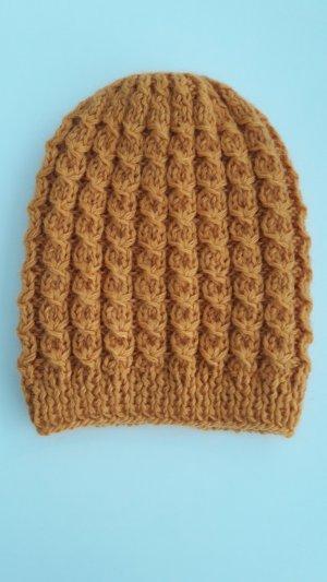 Chapeau en tricot bronze