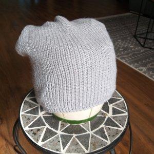 Sombrero de punto gris claro