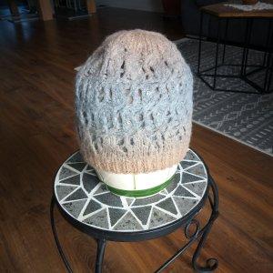 Sombrero de punto gris claro-beige