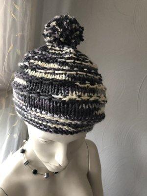 Chapeau en tricot gris-gris foncé