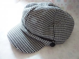 Gorra redonda con visera negro-blanco