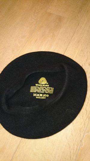 Mütze in Schwarz zu verkaufen