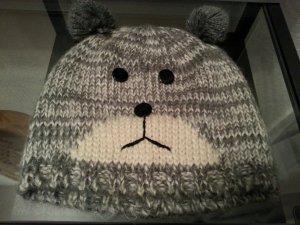 Mütze mit Bärchen-Gesicht