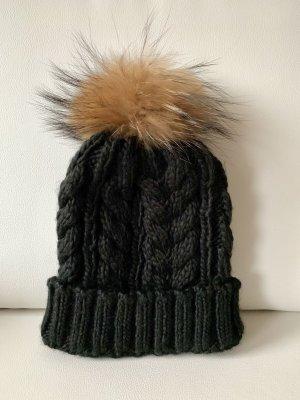 Mütze mit Echfell Bommel | schwarz