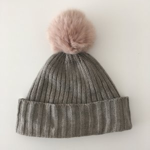 s.Oliver Knitted Hat grey-dusky pink