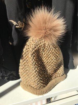 Chapeau en tricot doré-marron clair