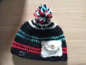 Mütze mit kleiner Tasche