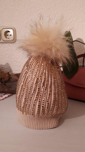 Mütze mit Kristallen