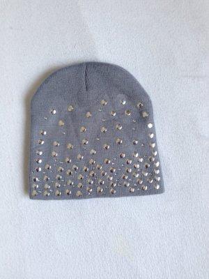 Мütze mit Nieten In Grau