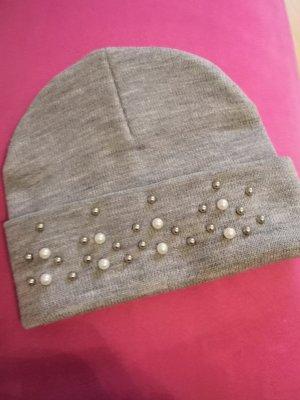 Mütze mit Perlen