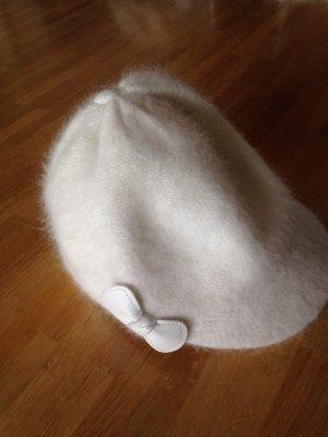 Mütze mit Schild in Weiß