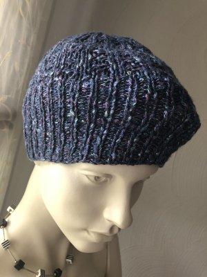 Sombrero de punto azul-violeta azulado