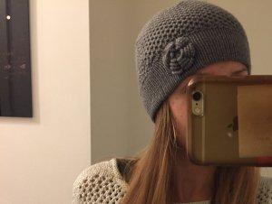 Mütze Strickmütze Wollmütze grau mit Blume