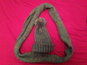 Mütze und Schal in blau/grün