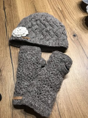 100% Fashion Knitted Hat light brown