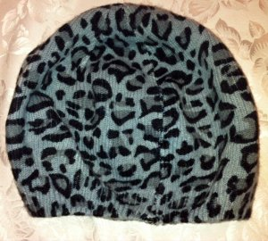 Mütze von Lisa Tossa, grau mit Tierfell Muster, ganz weich und flauschig