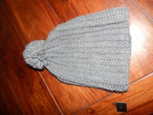 Zara Chapeau en tricot gris