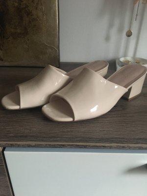 Bianco Sandalo con tacco alto color carne-beige chiaro