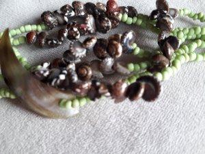 Collar de conchas multicolor