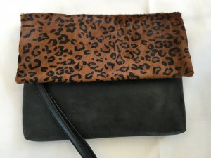 Must Have- Clutch im Leo-Look