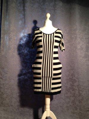 *Must Have* Traumfigur dank enganligendem Kleid von Resteröds Gr. S